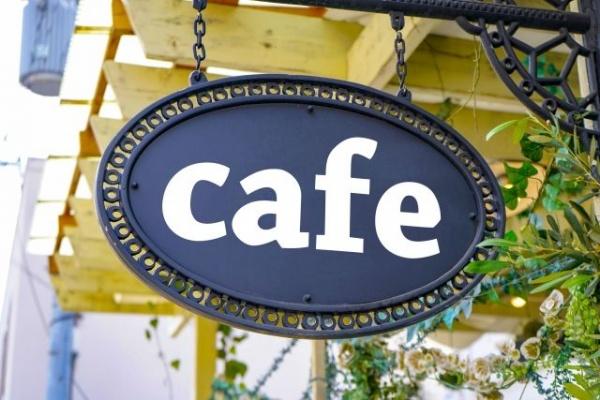 カフェと書かれた看板