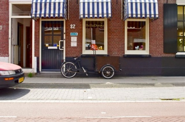 道路沿いのお店