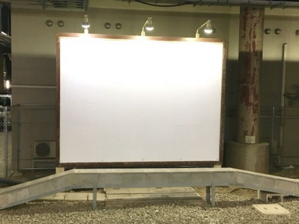 白い状態の看板